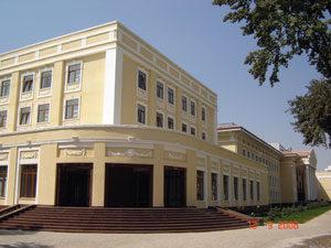 Вход в здание с левого крыла, 1 этаж 3 аудитория.