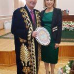 Лиля Зиникова, 40, председатель Ташкентского общества гемофилии; На фото президент Всемирной Федерации Гемофилии Алэн Вэй
